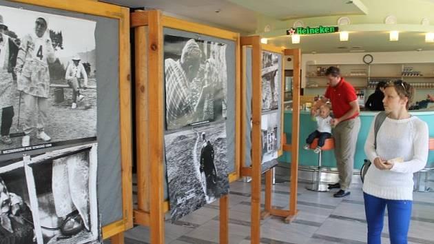 Jindřich Štreit pro letošní Veletrh sociálních služeb ve Společenském domě v Bruntále připravil výstavu svých  fotografií  ze života potřebných lidí.