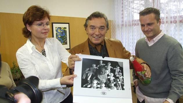 Spolupráce s Karlem Gottem byla pro Jiřího Krušinu z Krnova splněný dětský sen. Doprovázel ho dvanáct let na cestách jako novinář a fotograf.