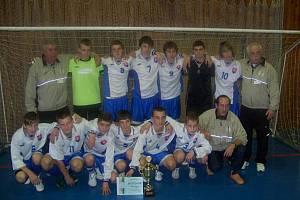 Mezinárodního fotbalový turnaj v halové kopané starších žáků se uskutečnil 4.-6. prosince 2009 v Bruntále. Na snímku vítěz turnaje výběr Západoslovenského fotbalového svazu.