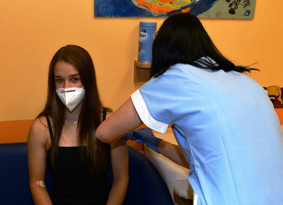 Juniorská mistryně v boxu Veronika Zajícová se byla očkovat. Foto: Jiří Krušína