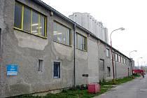 Průmyslová zóna v Bruntále. Někde odtud se line zvuk, který lidem nedá spát.