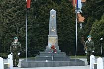 Památník padlých Rudoarmějců na bruntálském hřbitově.