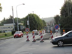 Křižovatka Bruntálské ulice a ulice Partizánů.