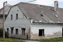 Na devastaci domu se do značné míry podíleli také nájemníci z nižších sociálních vrstev. Zastupitelé neschválili prodej ruiny, takže demolice je asi jediným řešením současné situace.