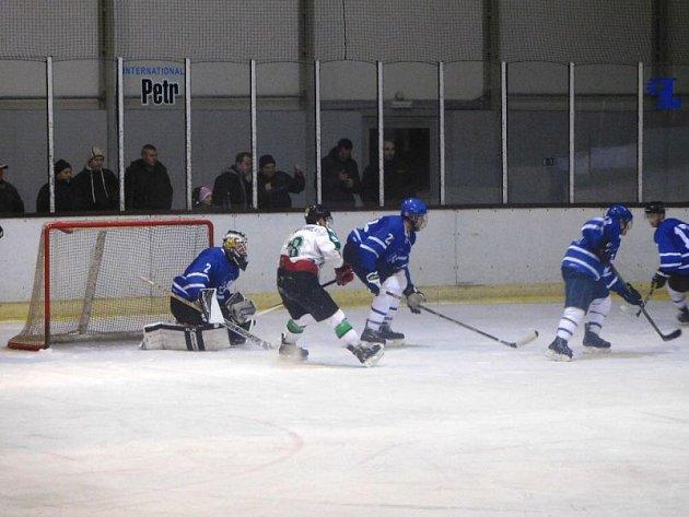 Výborná třetí třetina přinesla hokejistům Horního Benešova vítězství. Čtyřmi góly v řadě otočili do té doby nepříznivý stav a porazili Nový Jičín.