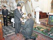 Obřad pasování je osobitý myslivecký rituál. Zájemci jej mohou vidět třeba při svatohubertské mši v Malé Morávce.