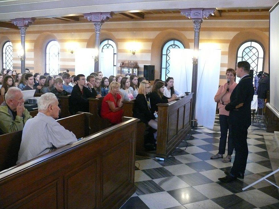 Soutěž zaměřená na německý jazyk a historii proběhla v krnovské synagoze.