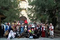 STRAŠENÍ na zámku provozuje početná skupina místních nadšenců.