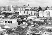 Cihelní ulice v Bruntále, když se zde chystaly základy pro výstavbu třetí základní školy.