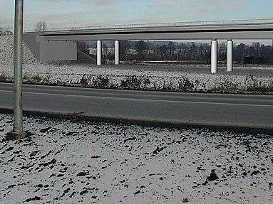 Vizualizace obchvatu na Opavské ulici, jak jej navrhovala studie Dopravoprojektu Ostrava. Tato studie počítá s estakádou neboli vedením pozemní komunikace na pilířích, aby se vyřešil přechod přes místní komunikaci a železniční trať na Opavské ulici.