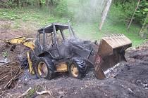 Požár traktorbagru v Ondřejově u Rýmařova na Bruntálsku.