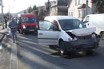 Způsobená dopravní nehoda je jednou z možností, jak nastřádat černé body v bodovém hodnocení řidiče. Tento střet se před nedávnem přihodil na Bruntálské ulici v Krnově.