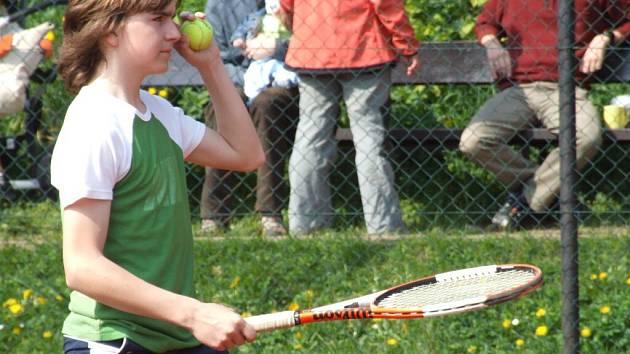 Z krnovské trojice dokráčel Vojtěch Zatloukal v Orlové nejdál. Ve čtvrtfinále jej vyřadil prostějovský tenista.