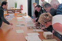 Archiváři připravili návštěvníkům zajímavý výběr dokumentů, ze kterých lze vyčíst, jaká atmosféra panovala na Krnovsku v prvních poválečných měsících.