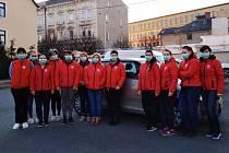 Také Charita Krnov své pracovníky vyzbrojila ochrannými pomůckami.