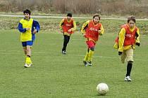 V prvním jarním domácím zápase starší fotbaloví žáci Jiskry Rýmařov porazili i přes oslabení kádru žáky Dolního Benešova.