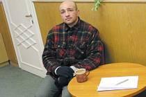 Ondřej Olah v roce 2005 navštívil krnovskou redakci Deníku. Vyprávěl o svých zápasech, úrazech, osudech a snech. Říkal, jak rád by se vrátil do ringu, ale momentálně je bezdomovec, takže nemá peníze ani na boxerské trenýrky.