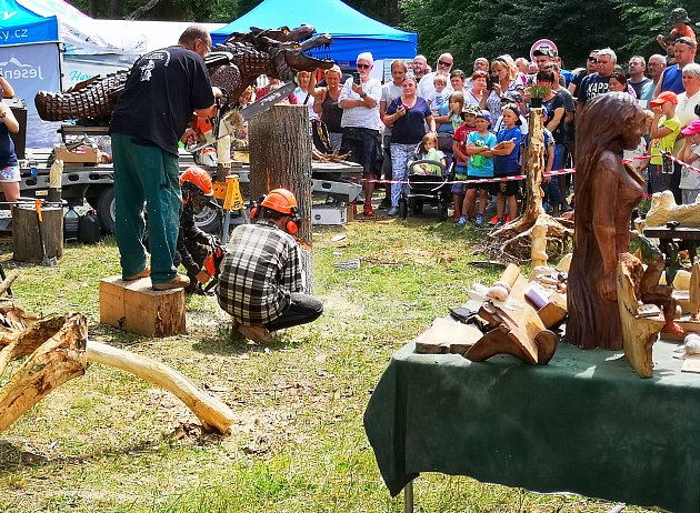 Lesní slavnost Lapků zDrakova vznikla před patnácti lety, aby připomenula tradici hutnictví a zpracování železa vJeseníkách.