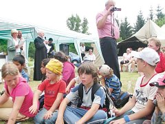 Královský stolec uspořádal na Osoblažsku stovky zajímavých akcí. Patří k nim také oslavy sedmi set let od první písemné zmínky o Hrozové.
