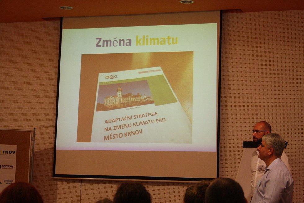 Přednášková noc na krnovském gymnáziu v lednu představila životní příběhy starosty Tomáše Hradila a místostarostů  Pavla Moravce a Miroslava Binara.