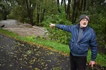 Sousedé v Linhartovech už pár zažili pár povodní. Každá jim připomene hrůzy v roce 1997, když si řeka Opavice během chvilky vymlela nové koryto přímo mezi jejich domy.