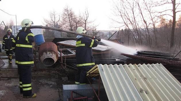 Dobrovolní hasiči z Rýmařova často pomáhají svým kolegům z řad profesionálů.