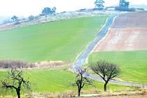 Pamětníci si vybaví, že nad krnovským letištěm poblíž odbočky k Pěti borovicím kdysi bývalo centrální hnojiště. Právě v těchto místech by měla vzniknout krnovská kompostárna.
