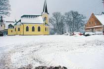 Dvě volné parcely mezi Školní, Jesenickou a Hřbitovní ulicí v Břidličné přímo vybízí k výstavbě velkoprodejny.