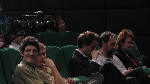 Na pořádání filmového festivalu v Krnově měl velký podíl kinař Pavel Tomešek (druhý zprava).