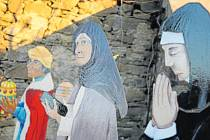 Úvalno představilo originální železný betlém. Plech do podoby korpusu zpracovaly strojírny Jan Bacho a figurky na něj namalovala výtvarnice Hana Dubaj z Liptaně.