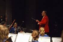 Úspěšný rok zakončili dirigenti a hráči Dechového orchestru mladých Krnov tradičním Vánočním koncertem.