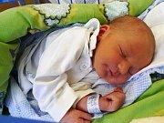 Jmenuji se DANIEL PANÁČEK, narodil jsem se 22. dubna, při narození jsem vážil 3515 gramů a měřil 51 centimetrů. Moje maminka se jmenuje Hana Panáčková a můj tatínek se jmenuje Daniel Panáček. Bydlíme v Hradci Králové.