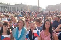 Pracovnice Charity Krnov, přivezly z Vatikánu požehnání papeže Františka všem krajanům.