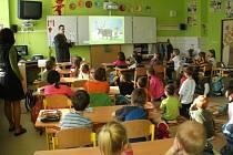 Myslivec Marek Pagáč děti ve škole dokázal zaujmout nejen poutavým vyprávěním, ale i obrázky zvěře.