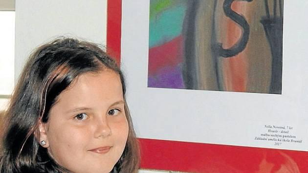 Autory vystavených výtvarných dílek na bruntálské radnici jsou děti ve věku 6 až 14 let.