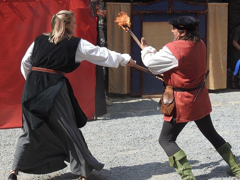 Šermíři opět pobaví svými souboji a scénkami při vystoupeních na hradě Sovinci.