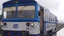 Cesta modernizovaným vlakem z Krnova směrem Jindřichov ve Slezsku.