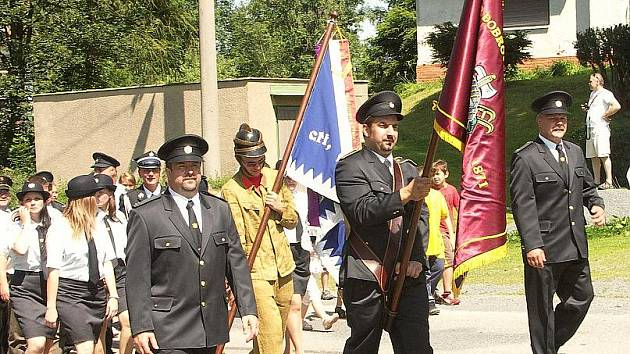 Velká sláva to byla, když vyrazili v průvodu dobrovolní hasiči z obce Ryžoviště, uctívající jubilejních sto čtyřicet let od svého vzniku.