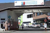 KRNOVSKÁ NEMOCNICE plánuje změny v oblasti urgentního příjmu, záchranné služby, infekčních a monitorovaných lůžek i na rehabilitaci.