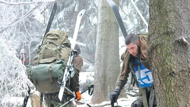 Zvládnout vše! To je mottem Mezinárodního mistrovství Armády České republiky v zimním přírodním víceboji Winter Survival 2014, který dodneška probíhá v Jeseníkách.