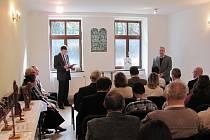 Spolkový dům U synagogy je projektem občanského sdružení Jesenický horský spolek. Jeho projekty na slavnostním otevření spolkového domu představili sourozenci Jan a Pavel Stejskalovi.