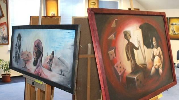Vrbenské obyvatele a například i vynikajícího bruntálského chirurga Yifru Assefu ztvárňuje na svých dílech malíř, grafik a výtvarník Martin Matela z Vrbna pod Pradědem.