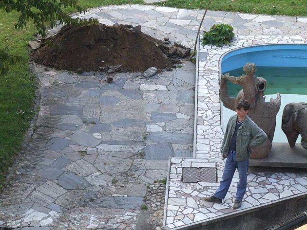 O záměru odstranit mramorovou mozaiku nevěděla předem ani starostka Renata Ramazanová, ani zastupitelé, ani veřejnost.
