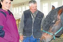Norický kůň neboli norik se v našem regionu chová dodnes. Na snímku je chovatelka koní Zuzana Juráňová s kolegou  Pavlem Kalužou, která  má vzácné plemenné hřebce této rasy na Ekofarmě v Lomnici.