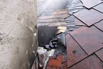 V Malé Morávce shořela v noci na pátek 4. května střecha a půda penzionu v hodnotě devíti set tisíc korun. nebýt hasičů, bylo by ještě hůř.