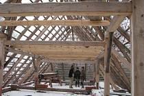 Pelhřimovský kostel získalo Hnutí Duha Jeseníky jako opuštěnou polorozpadlou ruinu bez střechy.