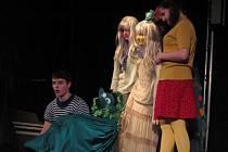 Červiven je krnovský studentský soubor, který umí diváky přenést do světa fantazie. V klubu Kofola ve středu představil premiéru hry Tajemství zapomenutého nástupiště. Je plná fantazie a podivuhodných postav ze světa Ostrovní říše.
