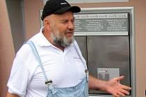 Babybox v Krnově byl po zkušebním provozu slavnostně zprovozněn v pondělí 30. července. U této události nemohl chybět zakladatel projektu Ludvík Hess.