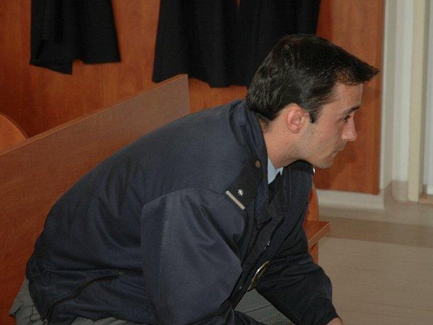Dnes již bývalý policista Martin Fréhar u soudu.