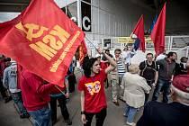 Příznivci KSČM se tradičně sešli na 1. května na pražském Výstavišti. Každoročně přišlo i několik odpůrců.